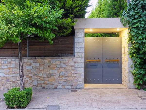 Puertas metálicas de exterior en Leganés